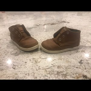 Toms 8c brown velcro boots!Versatile!Perfect!! EUC